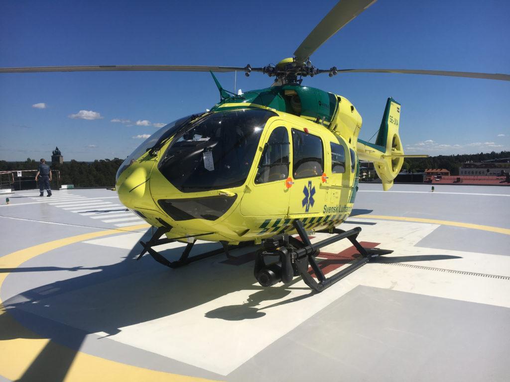Helikopter på helikopterplatta